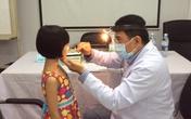 Khám miễn phí cho hàng trăm trẻ em khiếm thị có hoàn cảnh khó khăn