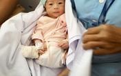 Bộ trưởng Bộ Y tế khen bác sĩ cứu cháu bé rơi ra khỏi bụng mẹ