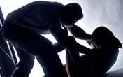 Phản đối ly hôn, chồng giết vợ trước mặt con gái 5 tuổi