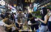 Hong Kong: Người biểu tình ăn lẩu, sinh viên ôn bài ngay trên đường