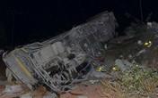 Lật xe khách giường nằm trong đêm, 15 người bị thương