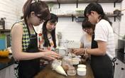 350.000 đồng một lần trải nghiệm làm bánh ở quán cà phê
