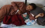 Em bé Nepal đầu tiên chào đời sau động đất