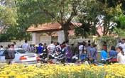 Người dân Đà Nẵng tới trước nhà ông Nguyễn Bá Thanh chia buồn