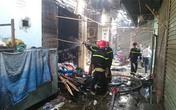 Cháy lớn chợ Phùng Khoang, 4 người nhập viện