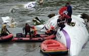 Cận cảnh hiện trường máy bay Đài Loan lao xuống sông