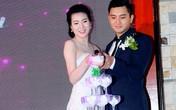 Vợ chồng Thư Huyền hạnh phúc trong ngày cưới