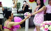 Những màn tỏ tình, cầu hôn chấn động nhất năm 2014