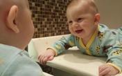 Soi gương kích thích bộ não của bé phát triển