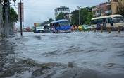 Mưa khủng khiếp, người Sài Gòn tháo chạy khỏi nhà... tránh ngập (!?)