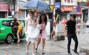 Người đẹp Thu Hà ôm váy chạy mưa trong ngày cưới