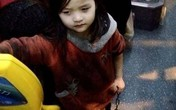 Bé 4 tuổi bị xích 2 chân khi đi xe buýt dậy sóng dư luận