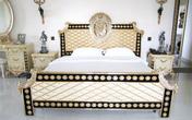 Sự đối lập phong cách phòng ngủ của Hà Tăng và Hà Hồ