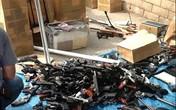 Kinh hoàng: Phát hiện 1.200 khẩu súng, 2 tấn đạn trong nhà một xác chết