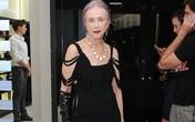 Choáng với phong cách sành điệu, cực gợi cảm của cụ bà 73 tuổi