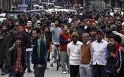 Nhân viên văn phòng Pakistan đổ xô ra đường tránh động đất dữ dội