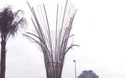 """Đèn trang trí kiểu """"đồng nát"""" trên đường ra sân bay quốc tế Nội Bài"""