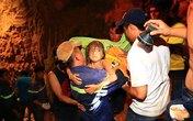 8 giờ giải cứu bé gái 7 tuổi rơi vào giếng sâu hàng chục mét!