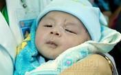 Bé trai 11 ngày tuổi bị đâm xuyên não được xuất viện