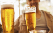 Cách uống bia giúp phái mạnh sung mãn