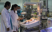 Kỳ tích cứu sống bé sơ sinh bị một ác phụ đâm xuyên đầu