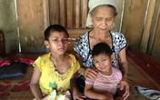 Xót xa bà nuôi hai cháu mồ côi mắc bệnh lạ chết người
