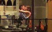 """Lộ cảnh nóng cặp đôi """"mây mưa"""" trong phòng làm việc"""