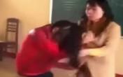 """""""Sốc"""" với clip cô giáo rượt đuổi, tát tới tấp nữ sinh trên bục giảng"""