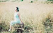 Hoa hậu quý bà Sương Đặng khoe dáng trên đồng cỏ