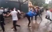 """Học sinh Hà Nội """"dàn trận"""" đấm đá nhau dã man"""