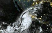 Siêu bão mạnh nhất đổ bộ, Mexico điều 10.000 binh sĩ cứu dân