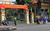 """Công nhân môi trường kéo đến cổng Thành ủy Đà Nẵng… """"kêu cứu"""""""