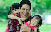 Bí quyết chăm sóc hai con gái của chàng siêu mẫu hot nhất Vbiz