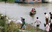 Vớt được thi thể hai mẹ con mất tích dưới sông Hậu