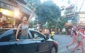 Nhóm chân dài trên xế hộp gào rú khắp phố phường Hà Nội