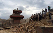 Con cố diễn viên Hồng Sơn bị kẹt trong thảm họa động đất Nepal