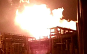 Nổ nhà máy hóa chất gây hỏa hoạn lớn