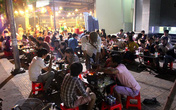 Chiêu bán xiên que, bánh xèo 5.000-6.000 đồng ở Sài Gòn