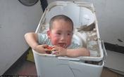 Cậu bé 2 tuổi khóc thét vì bị kẹt cứng trong máy giặt