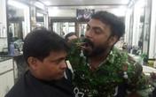 Kì lạ người thợ cắt tóc... bằng miệng