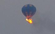 Khinh khí cầu Mỹ chở 16 người bốc cháy, lao xuống đất