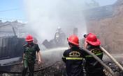 Cháy cơ sở phế liệu, dân hoảng hốt bỏ chạy