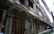 Lạ lùng khu căn hộ liền kề chục tỷ cho thợ xây ở