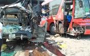 Xe tải, xe khách đâm nhau nát bét, 6 người nhập viện