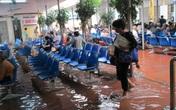 Hà Nội mưa một đêm, nhiều công sở, bệnh viện ngập nặng
