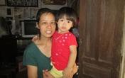 Xúc động hành trình làm mẹ của người đàn bà chấp nhận mù để con được sống trên đời