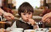 Bé trai 3 tuổi thiệt mạng vì bị bố 'nhồi' thức ăn