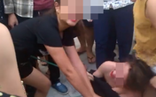 Bắt 2 người phụ nữ đánh đập, lột quần áo tình địch giữa phố