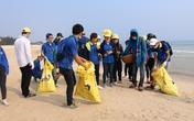 Thanh niên miền Trung đội nắng làm sạch biển