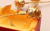 """""""Siêu quà"""" mồng 8/3: Bông hồng vàng nguyên khối đính 83 viên kim cương"""